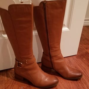 Brand new Naturalizer boots in maple sz 8 med